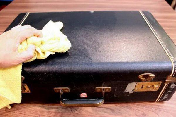 Чистка чемодана