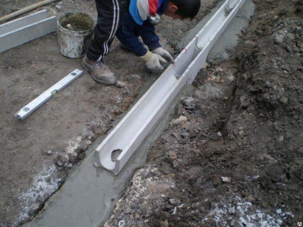 Монтаж бетонных лотков