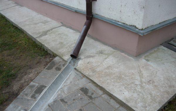 Водосток из бетона на даче