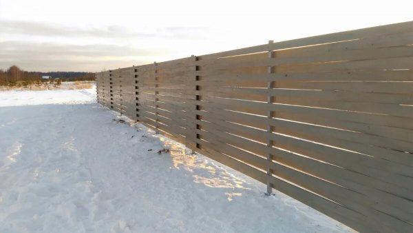 Забор из плетеных досок