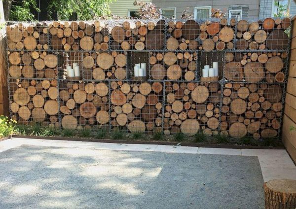 Габион со спилами дерева