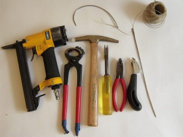 Инструмент для обивки мягкой мебели