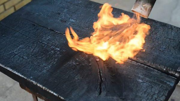 Обжиг столешницы газовой горелкой