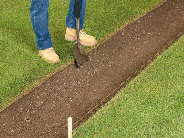 Подготовка основания для садовой дорожки