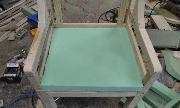 Укладка поролона на сиденье