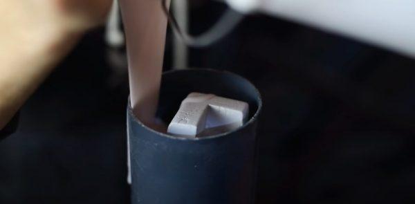 Заливка силиконом формы для ножки