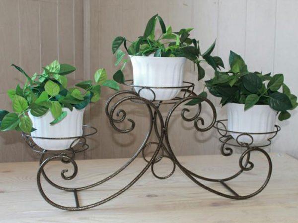 Кованая подставка для растений