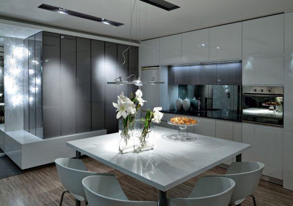 Кухня невидимка в гостиной