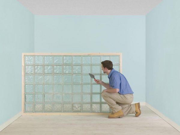 Монтаж стены пони из стеклоблоков