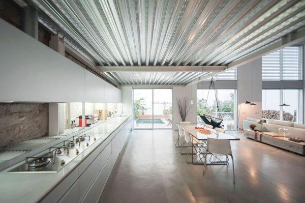 Потолок из профнастила