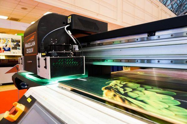 Широкоформатная УФ-печать