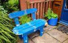 Скамейка на даче из подручных средств