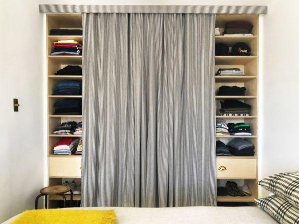 Встроенный шкаф со шторой
